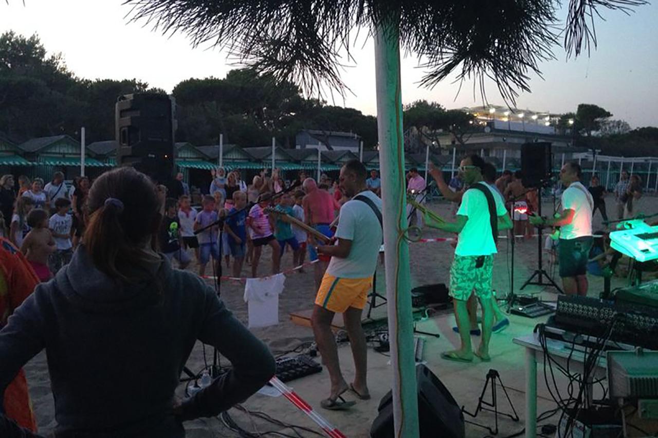 Festa in Spiaggia (Venezia Italia)